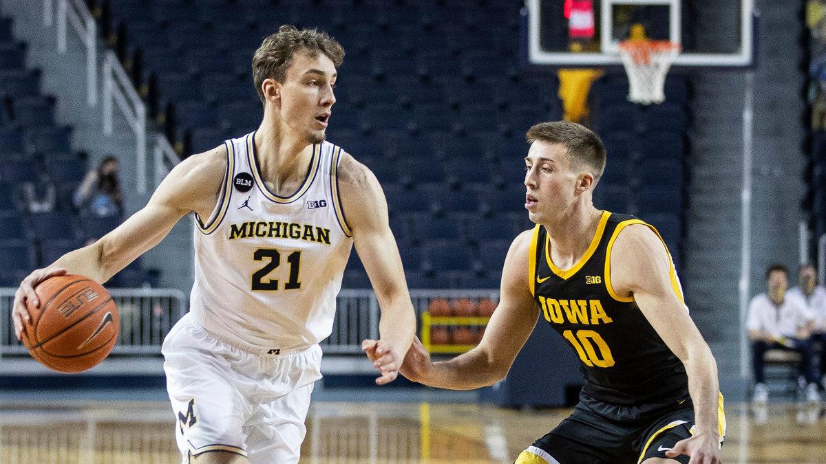 Michigan's Franz Wagner dribbles vs Iowa