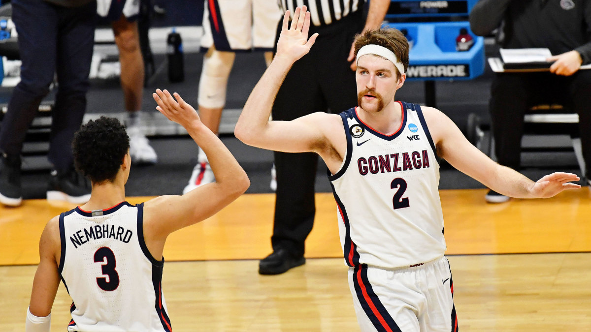 Gonzaga's Drew Timme high-fives Andrew Nembhard