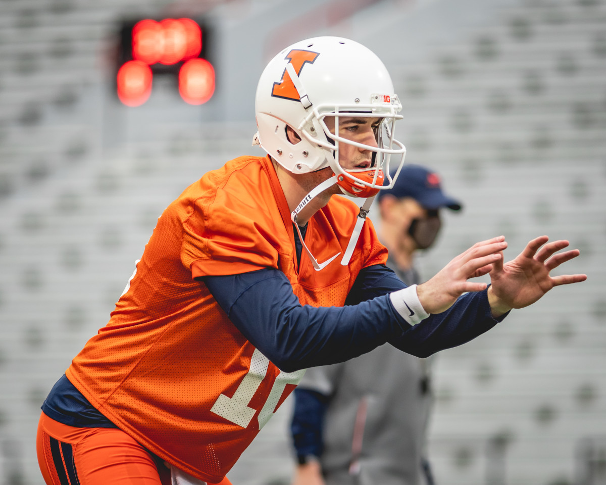 Illinois senior quarterback Brandon Peters taking a snap during the first spring practice on March 23, 2021.