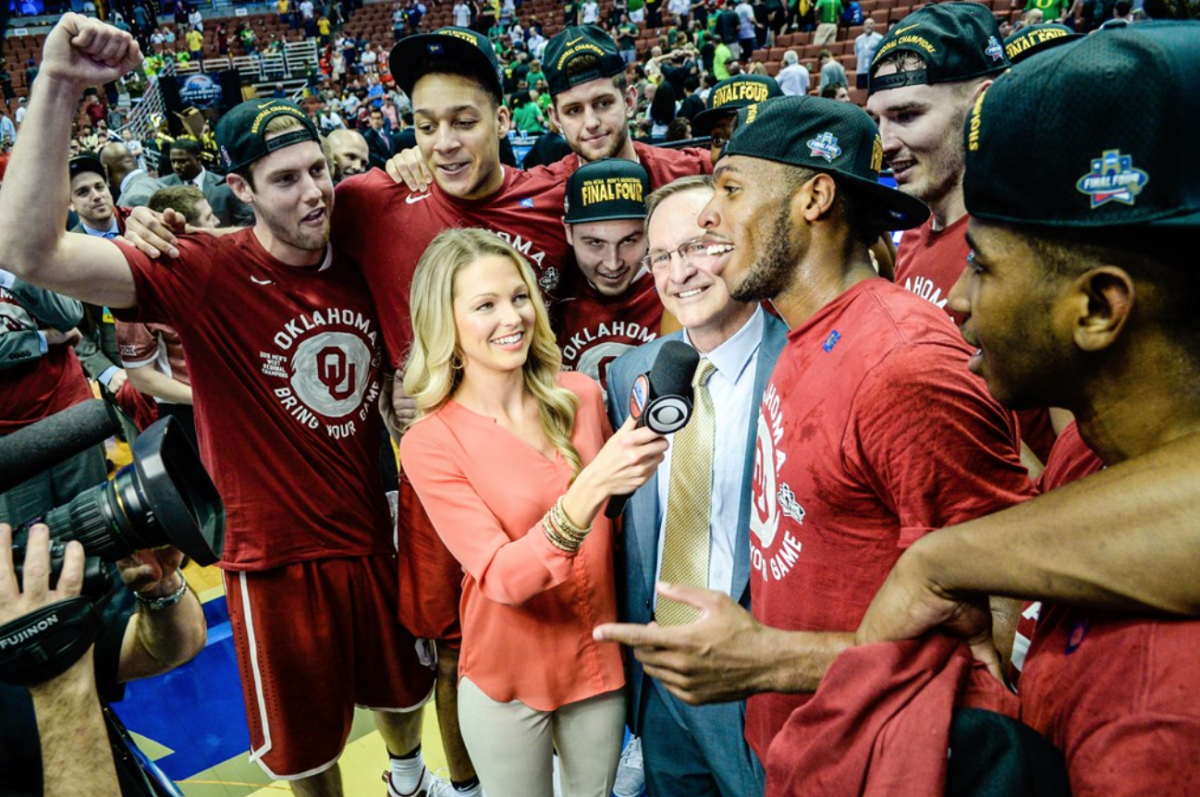 Lon Kruger with his 2016 Final Four Sooners
