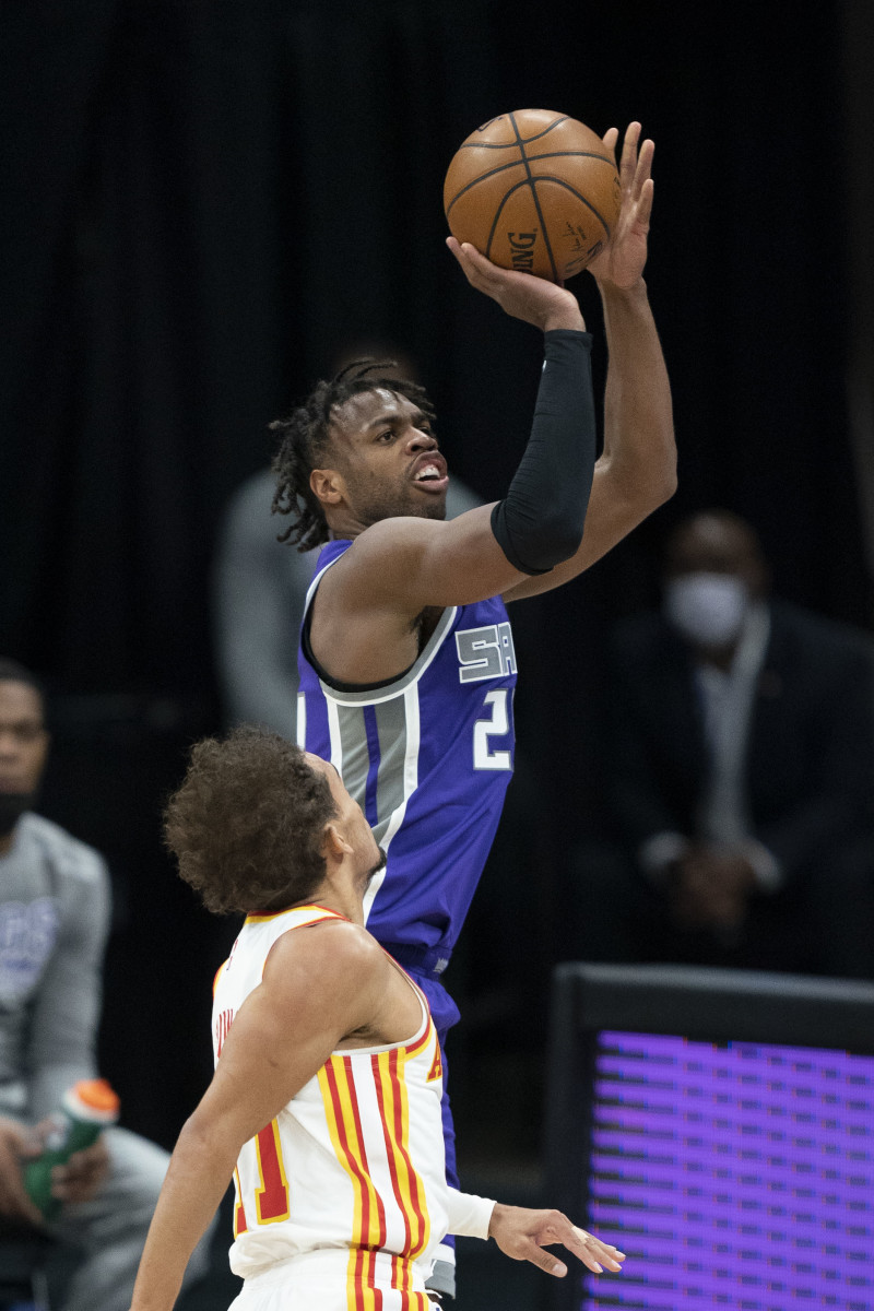 Buddy Hield shoots over Trae Young