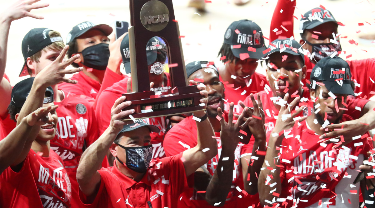 Houston basketball coach Kelvin Sampson celebrates his team's win against Oregon State.