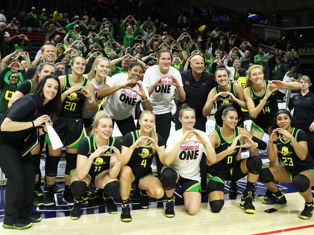 Oregon women's basketball Ducks UConn win