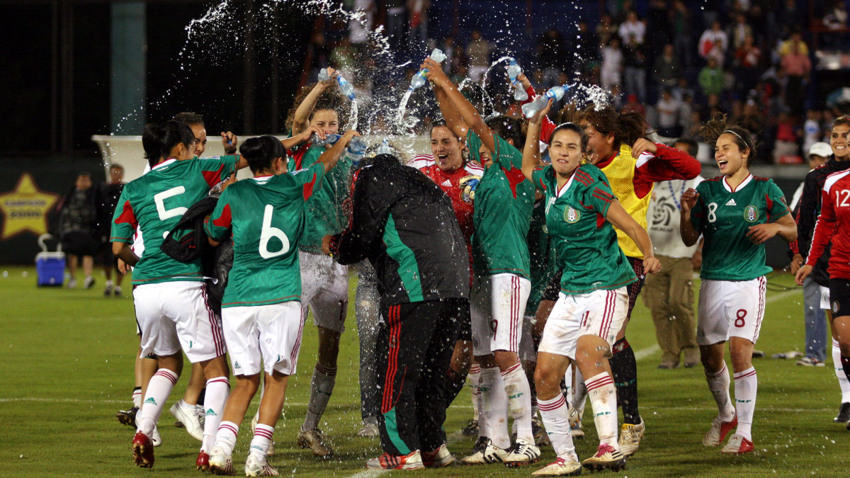 Mexico beat the USA in a 2010 World Cup qualifying match