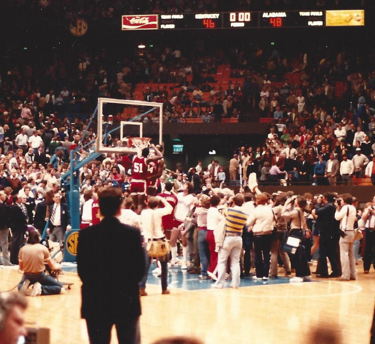 Alabama cuts down the nets at the 1982 SEC Basketball Tournament