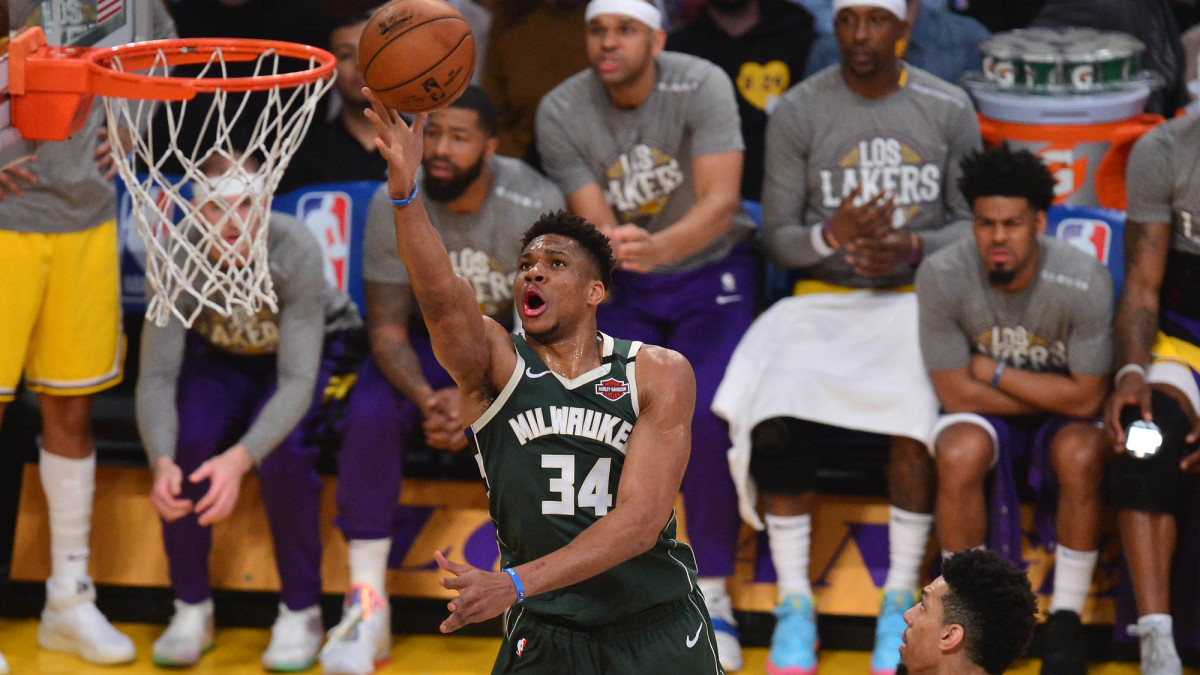 Bucks Avoid Serious Giannis Antetokounmpo Knee Injury