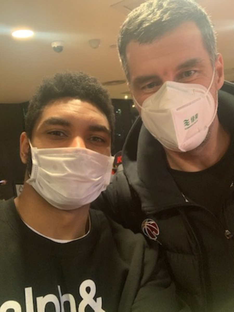 Freeman with Aviators coachVlada Jovanovic, masked for the epidemic.
