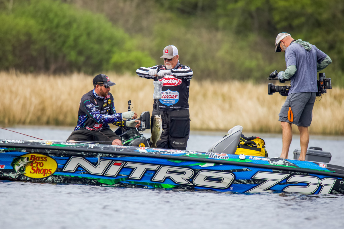 DeFoe, who took home the top prize at Lake Athens, was side-by-side on Wednesday with the official weighing his catch and the cameraman filming it all. (Jesse Schultz, courtesy Major League Fishing)