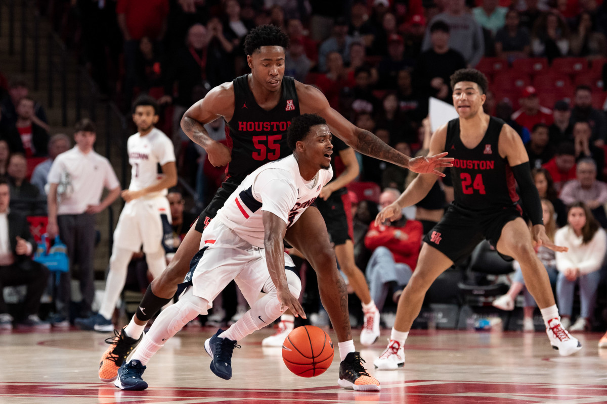 Alterique Gilbert takes on Houston in American Conference play.