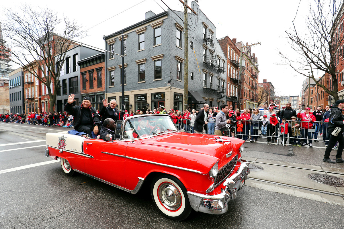 Johnny Bench (left) and baseball commissioner Rob Manfred made their way through the streets of downtown Cincinnati last year during the 100th annual Findlay Market Parade on Opening Day.