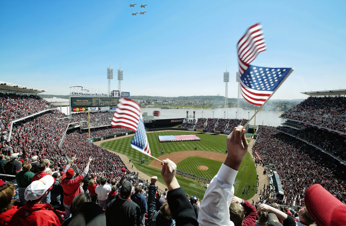 On Opening Day 2004, 42,122 fans packed Great American Ball Park. Cincinnati lost to the Cubs, 7–4.