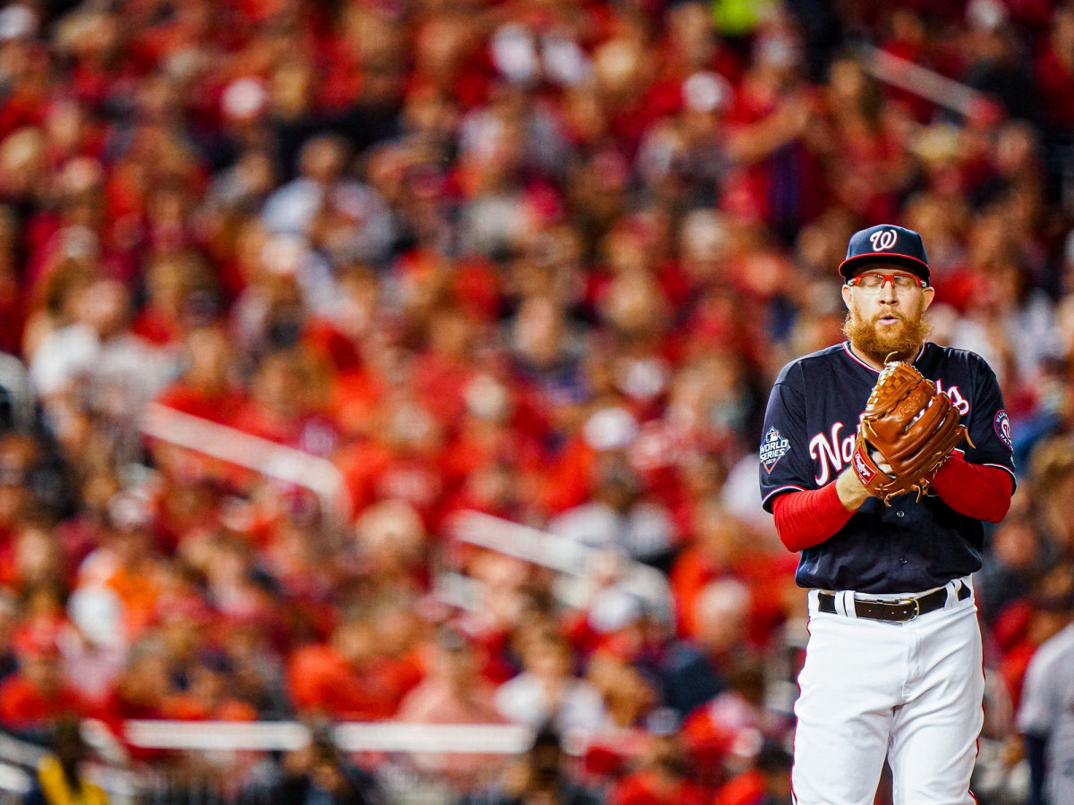 sean-doolittle-pitching