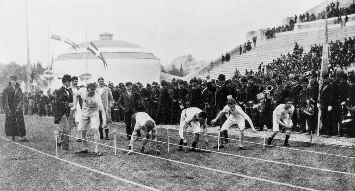An early event in Greece: the 100 meters, won by a Bostonian, Thomas Burke.