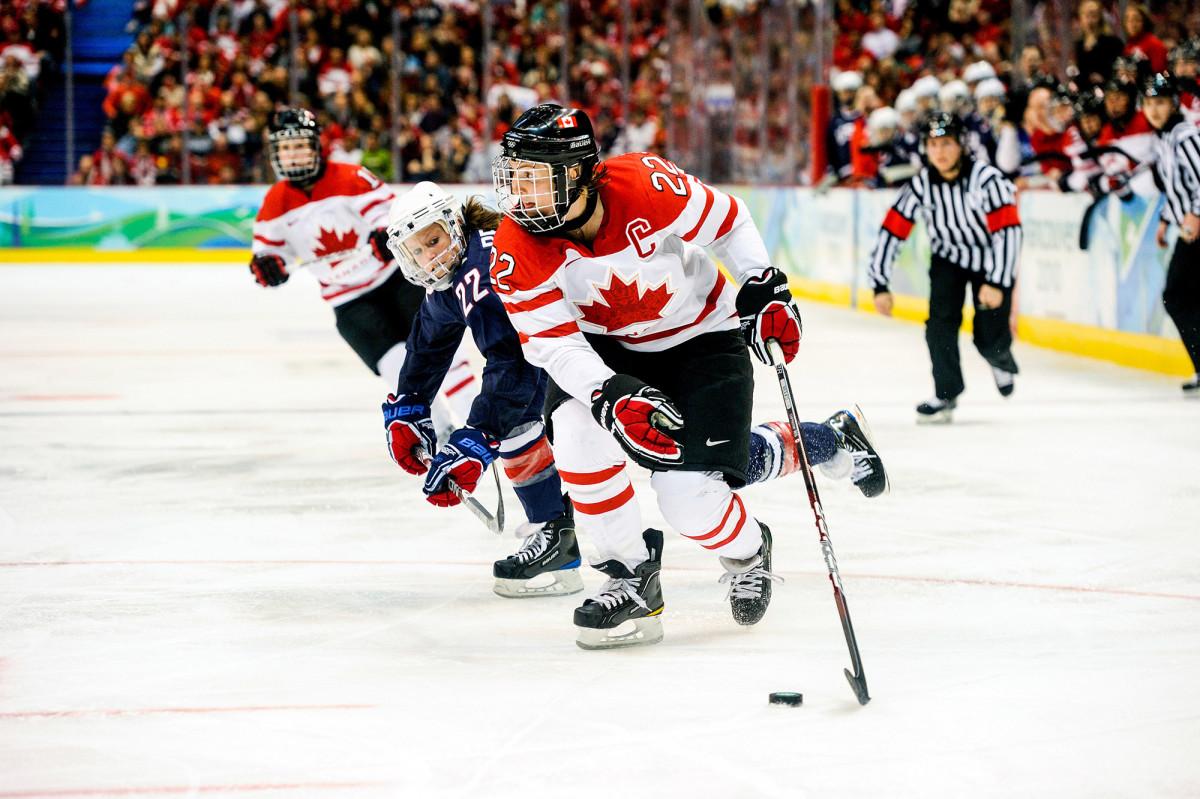 wickenheiser-hockey-action