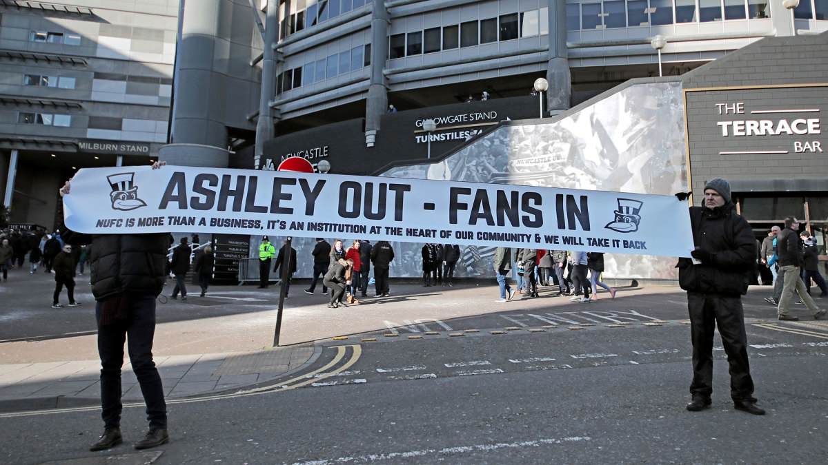 Newcastle fans want owner Mike Ashley out