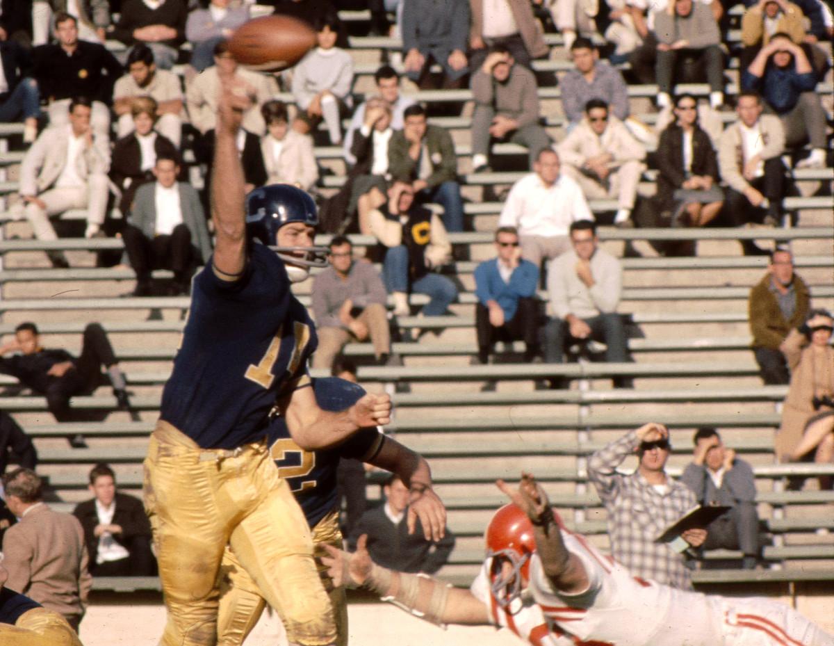 Former Cal quarterback Craig Morton