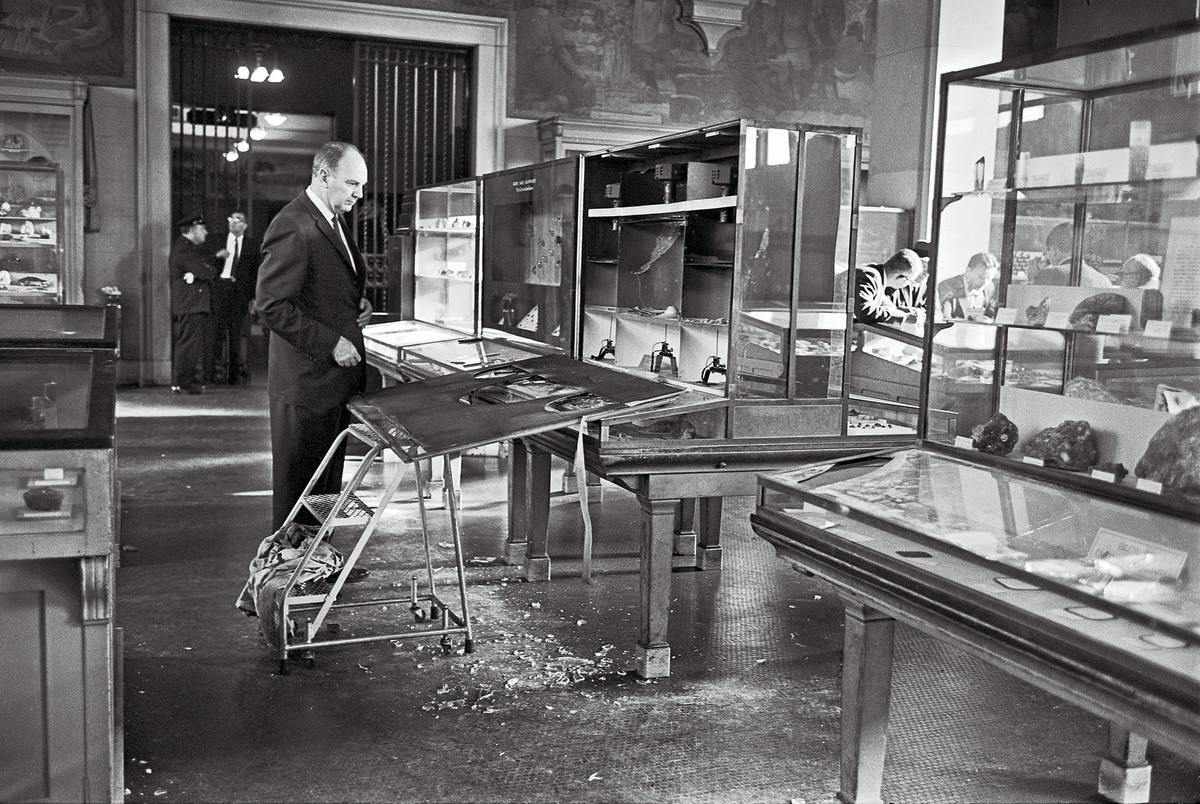 At the American Museum of Natural History, a cracked case and $3M in missing stones...