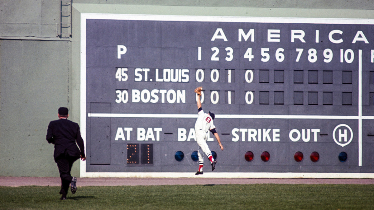 Red Sox left fielder Carl Yastrzemski