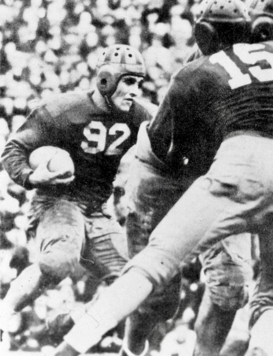 """""""Vallejo"""" Vic Bottari finished fifth in the 1939 Heisman Trophy voting"""