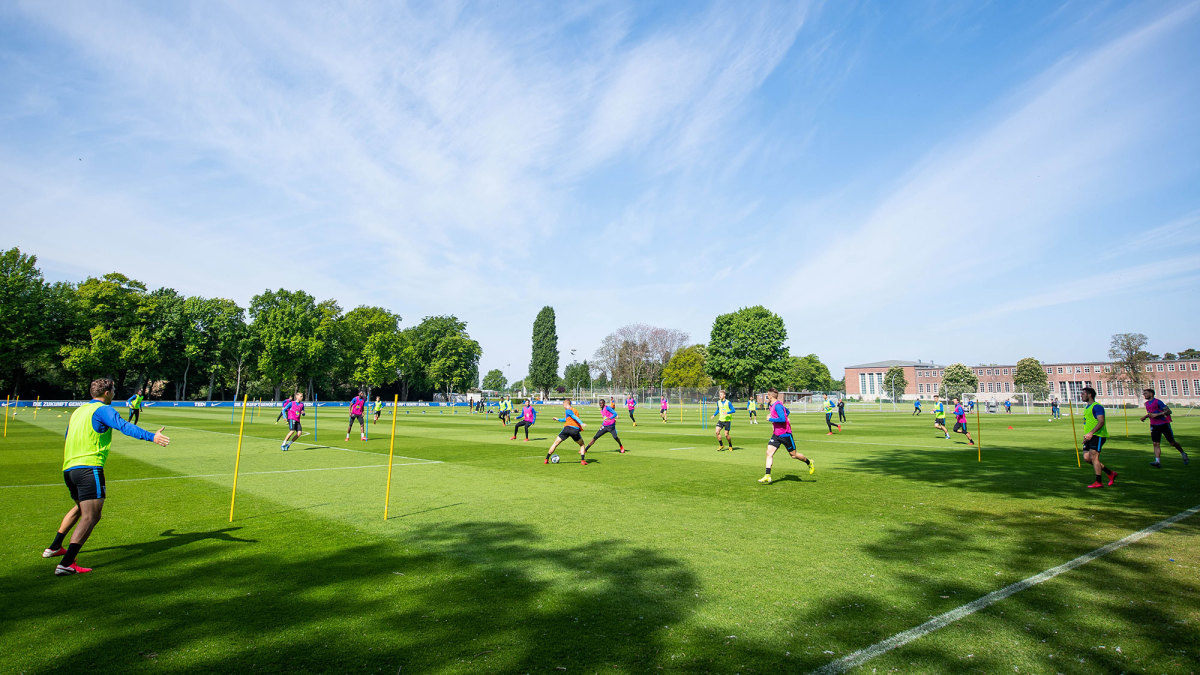 Hertha Berlin trains before its return to action