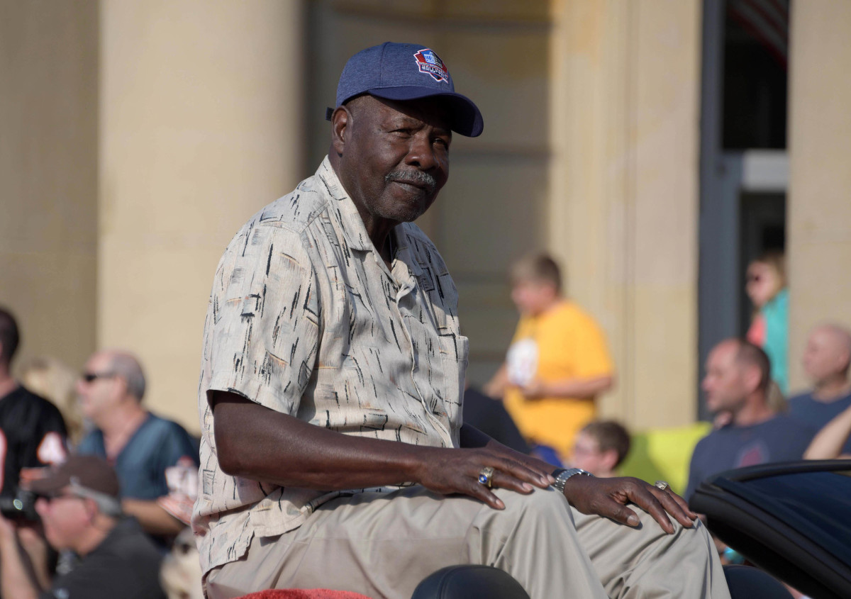 Former Chiefs defensive back Emmitt Thomas acknowledges the crowd during the 2018 Pro Football Hall of Fame Grand Parade on Cleveland Avenue.