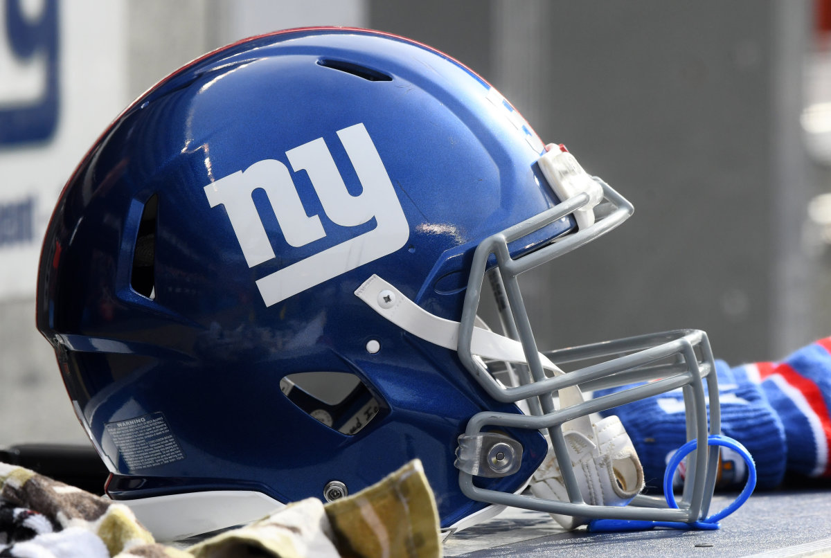 Ranking the top 10 Giants players of all time.