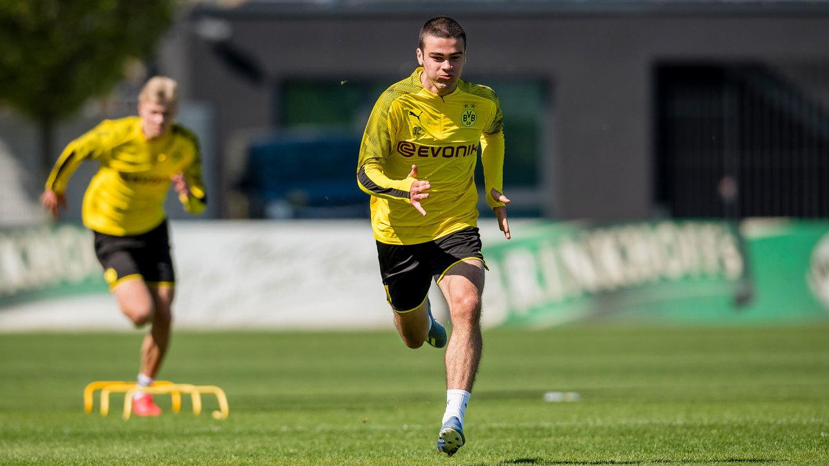 Giovanni Reyna trains with Borussia Dortmund