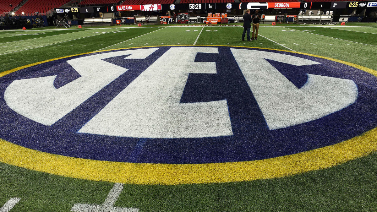 Sources: SEC Won't Hold Traditional Fall Camps; Delays Practice to Aug. 17