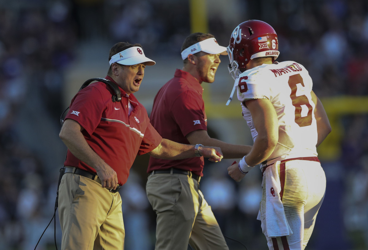 Bob Stoops, Lincoln Riley and Baker Mayfield celebrate a touchdown.