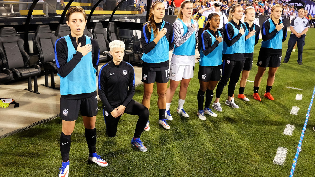 Megan Rapinoe kneels for the anthem at a 2016 U.S. women's national team game