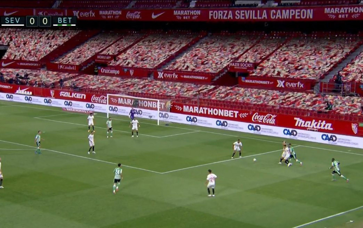 Screenshot showing fake crowd in La Liga match
