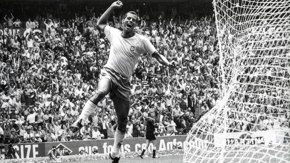 Carlos Alberto scores for Brazil in the 1970 World Cup final
