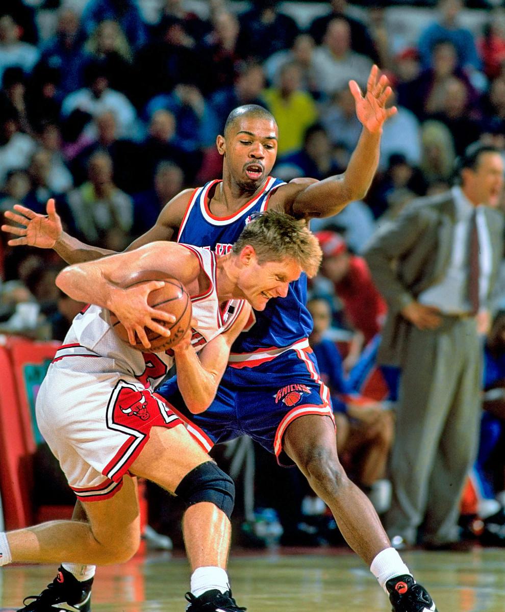 Greg Anthony plays defense on Steve Kerr