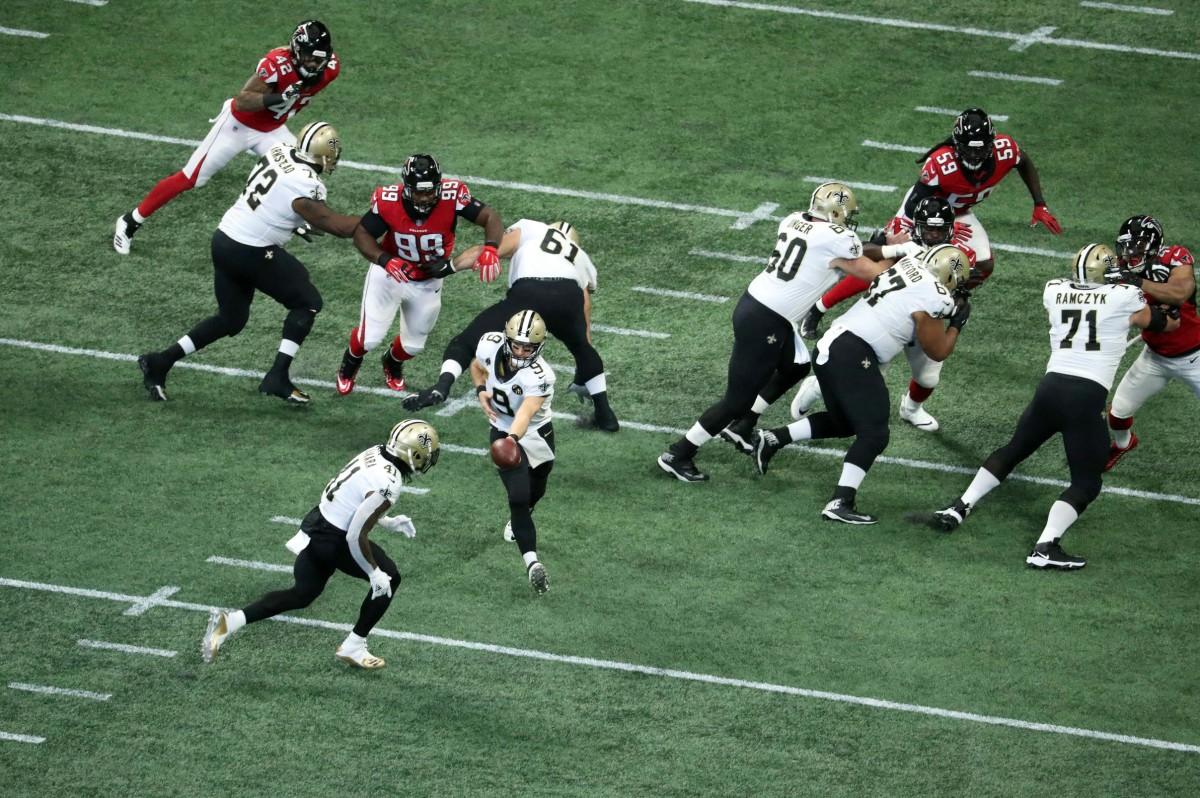 Sep 23, 2018; Atlanta, GA, USA; New Orleans Saints quarterback Drew Brees (9) hands off to running back Alvin Kamara (41) in the first quarter against the Atlanta Falcons at Mercedes-Benz Stadium. Mandatory Credit: Jason Getz-USA TODAY Sports
