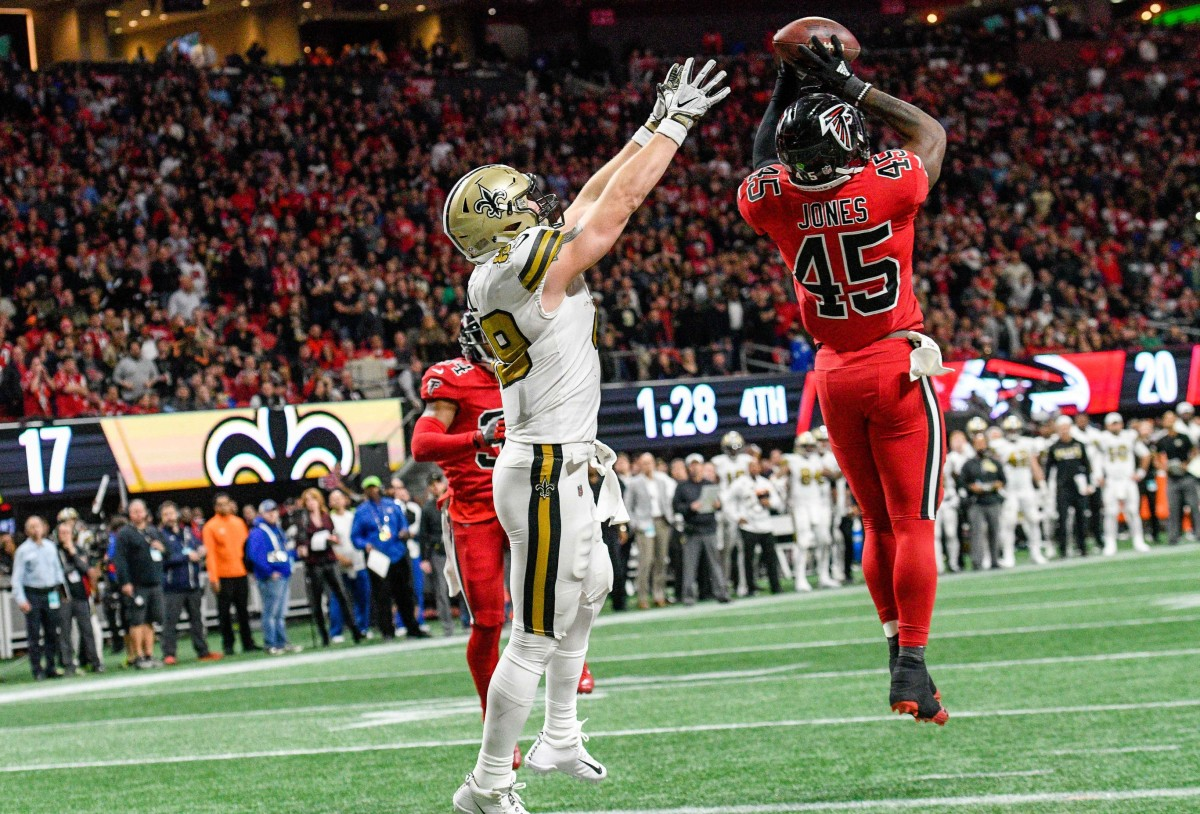 Dec 7, 2017; Atlanta, GA, USA; Atlanta Falcons linebacker Deion Jones (45) intercepts a pass in front of New Orleans Saints tight end Josh Hill (89) during the second half at Mercedes-Benz Stadium. Mandatory Credit: Dale Zanine-USA TODAY Sports