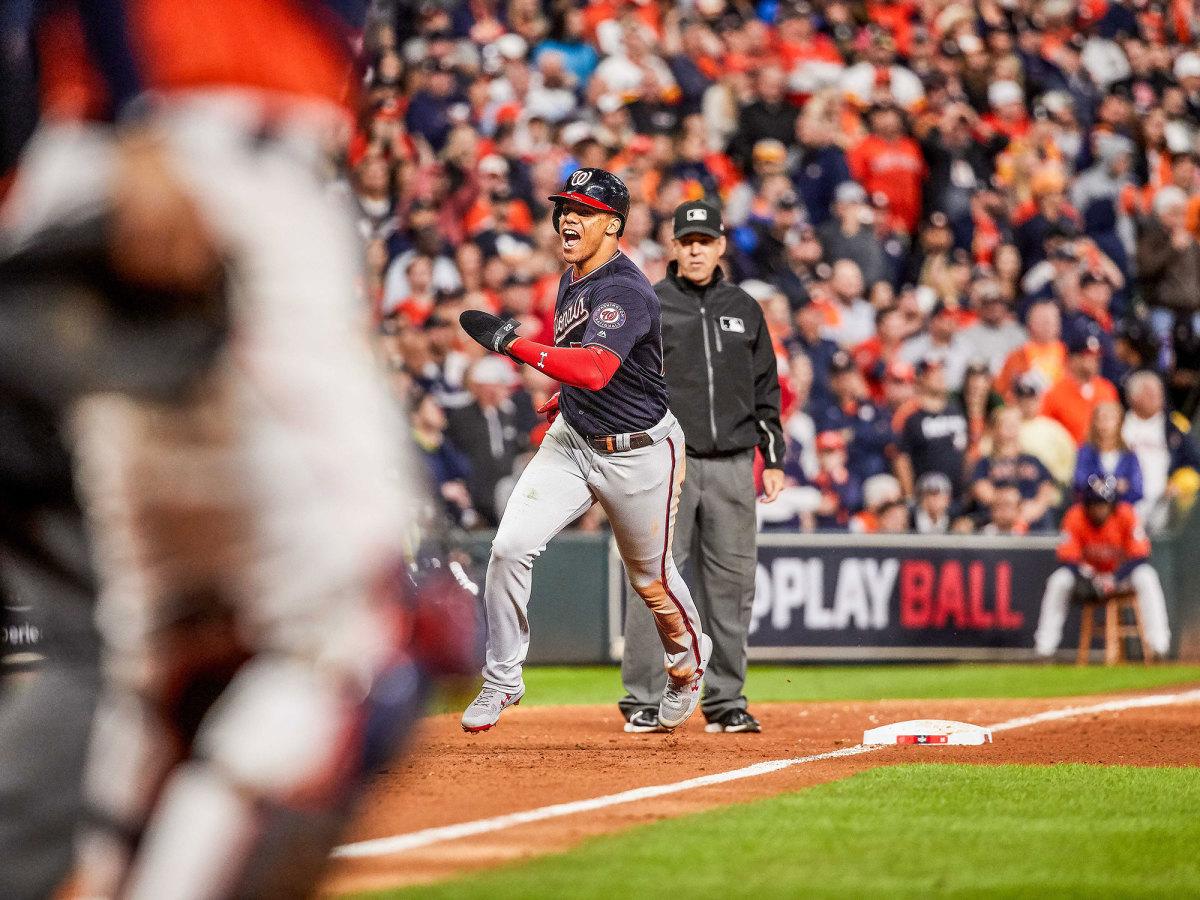 Juan Soto rounds third base