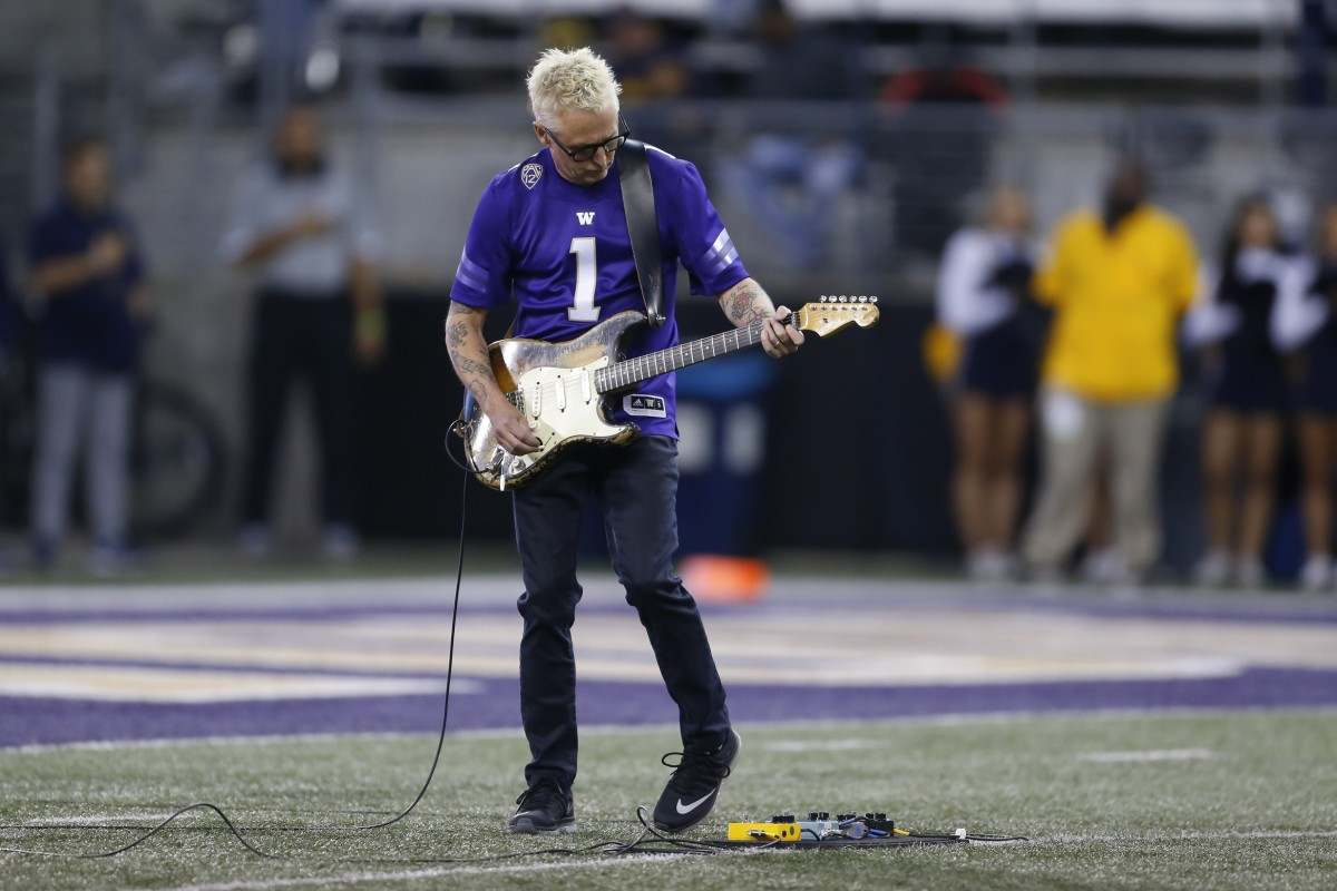 Pearl Jam's Mike McCready played the national anthem at the 2019 Cal-UW game.