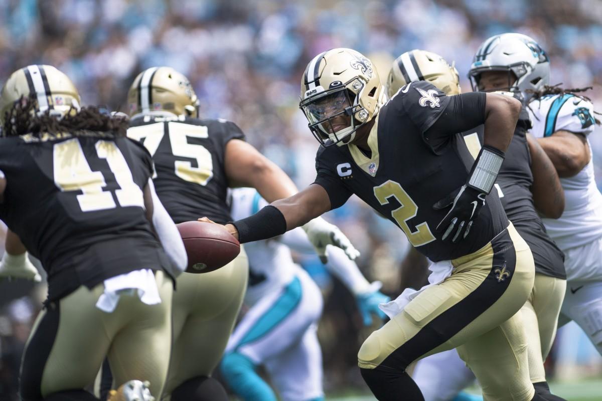 New Orleans Saints quarterback Jameis Winston (2) hands off to running back Alvin Kamara (41). Mandatory Credit: Bob Donnan-USA TODAY