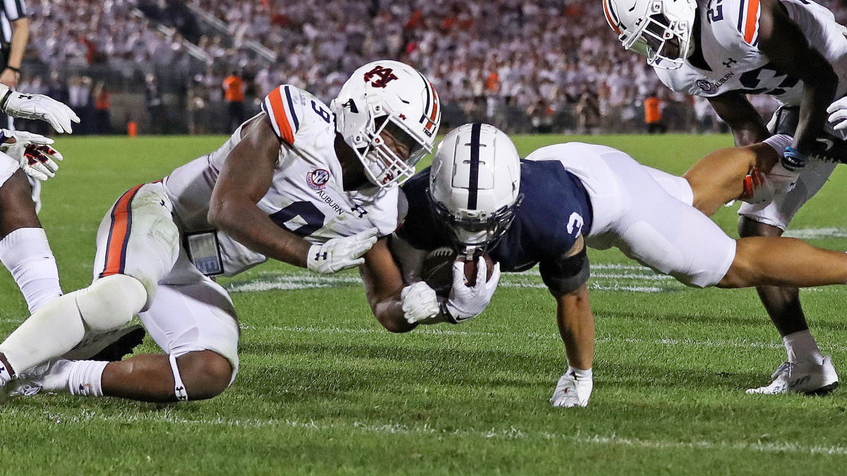 Auburn LB Zakoby McClain makes head-to-head contact with Penn State WR Parker Washington