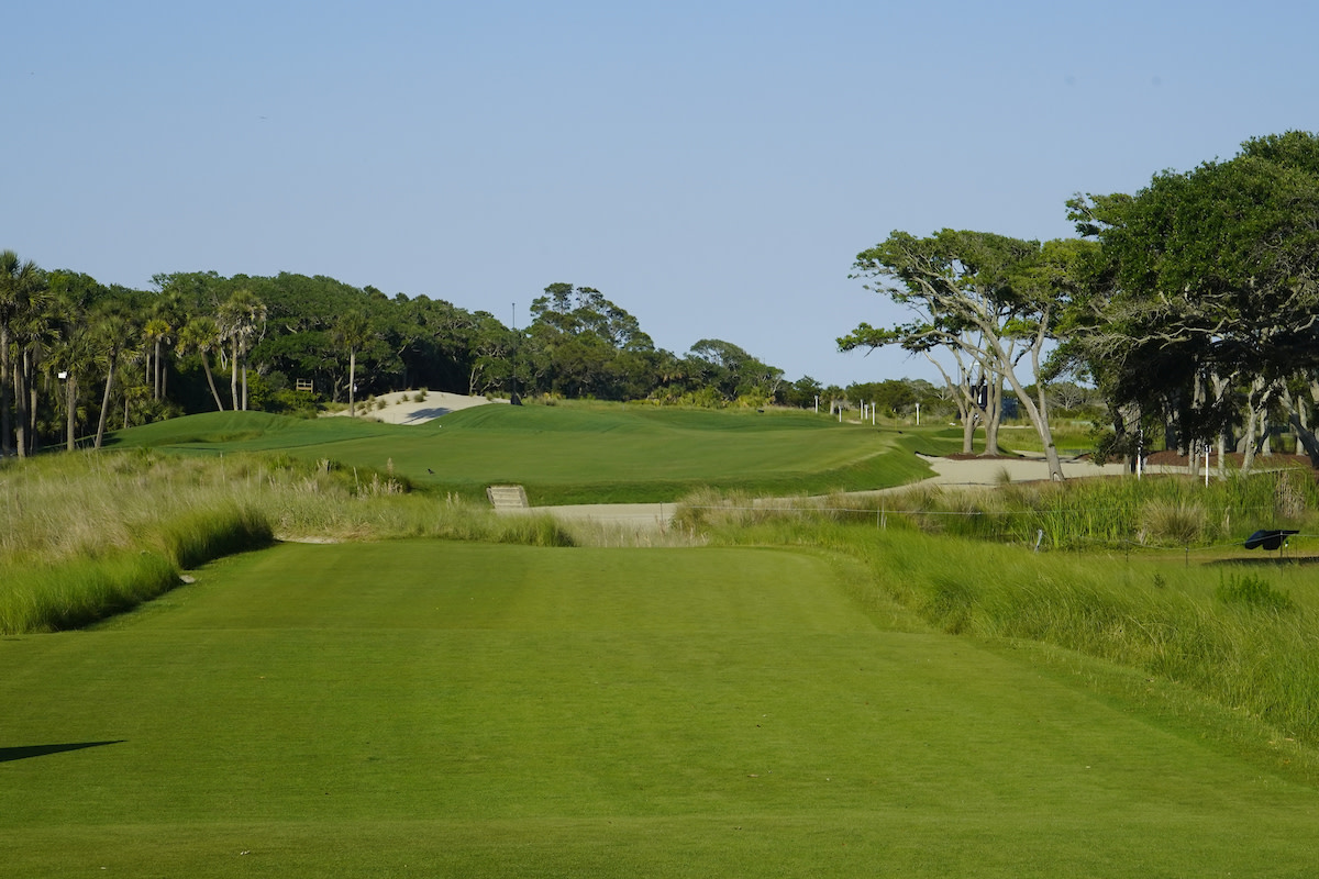 Kiawah Island (S.C.) Resort Ocean Course's 1st hole is open, but visually intimidating.