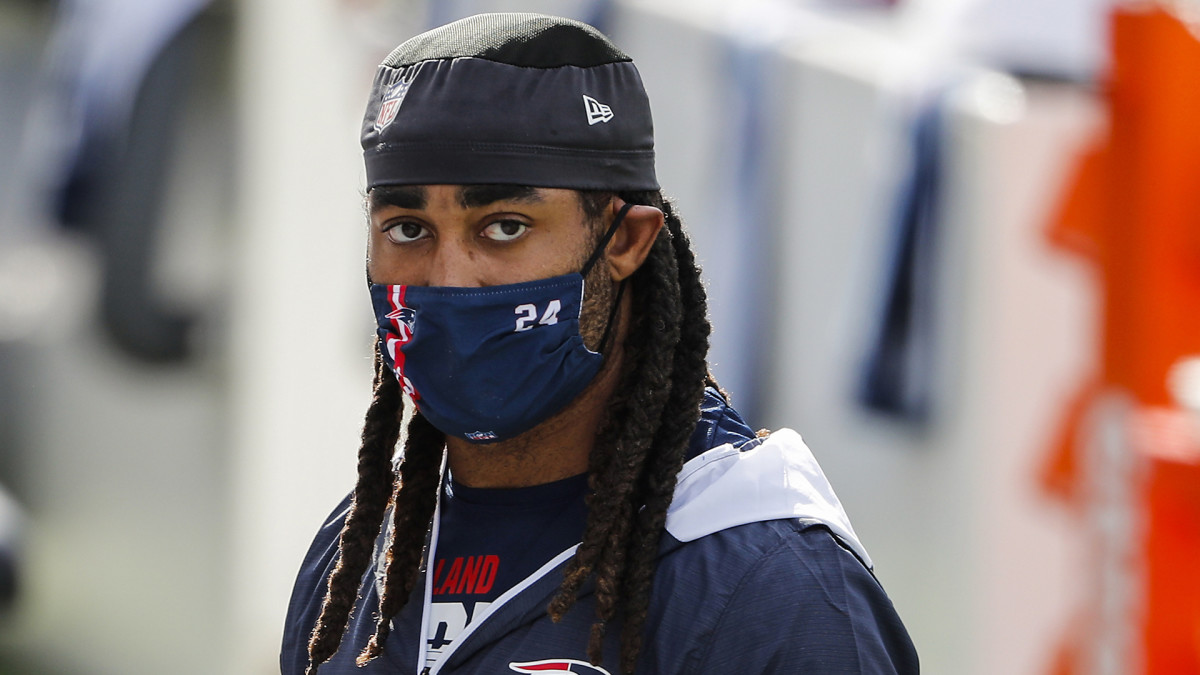 Stephon Gilmore on the sideline during a Patriots game in 2020