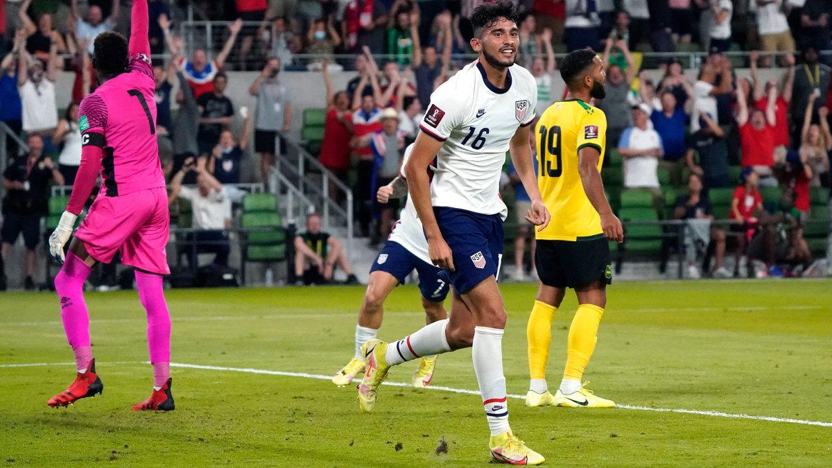 Ricardo Pepi scores for the USMNT vs. Jamaica