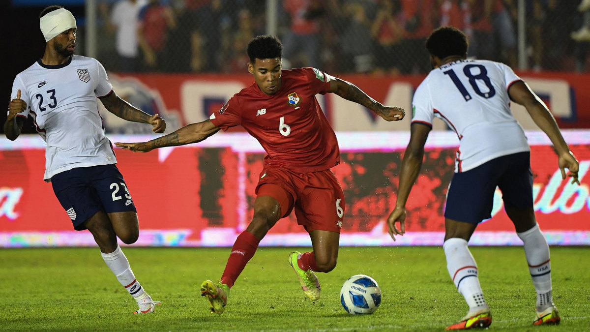 USMNT's Kellyn Acosta and Mark McKenzie defend Panama in World Cup qualifying