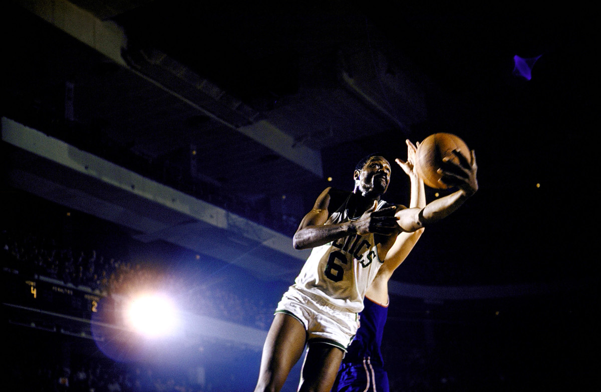 Would the St. Louis Hawks be the winningest franchise in history if they had drafted Bill Russell?