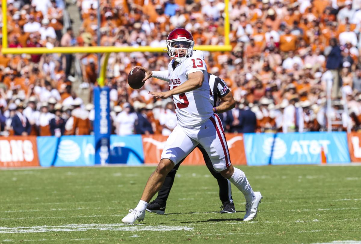 Caleb Williams throws for a touchdown