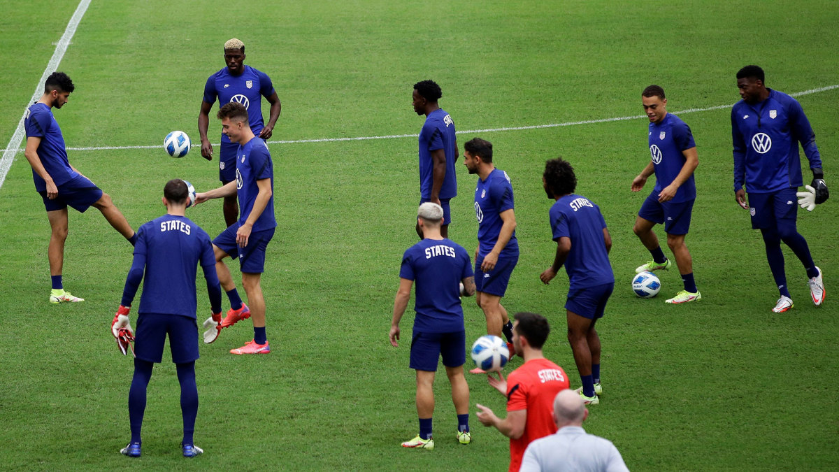 USMNT trains ahead of a World Cup qualifier
