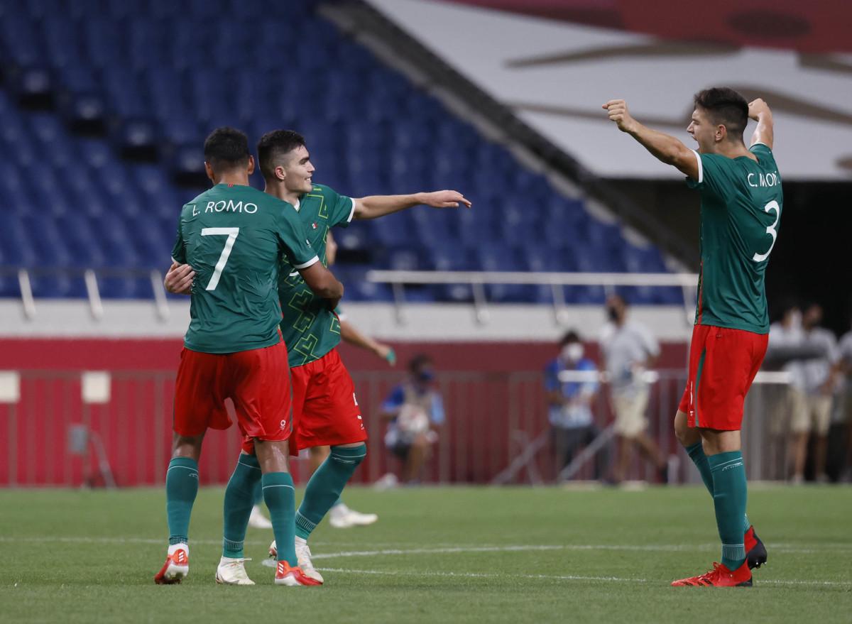 Watch Mexico at El Salvador in FIFA World Cup Qualifying
