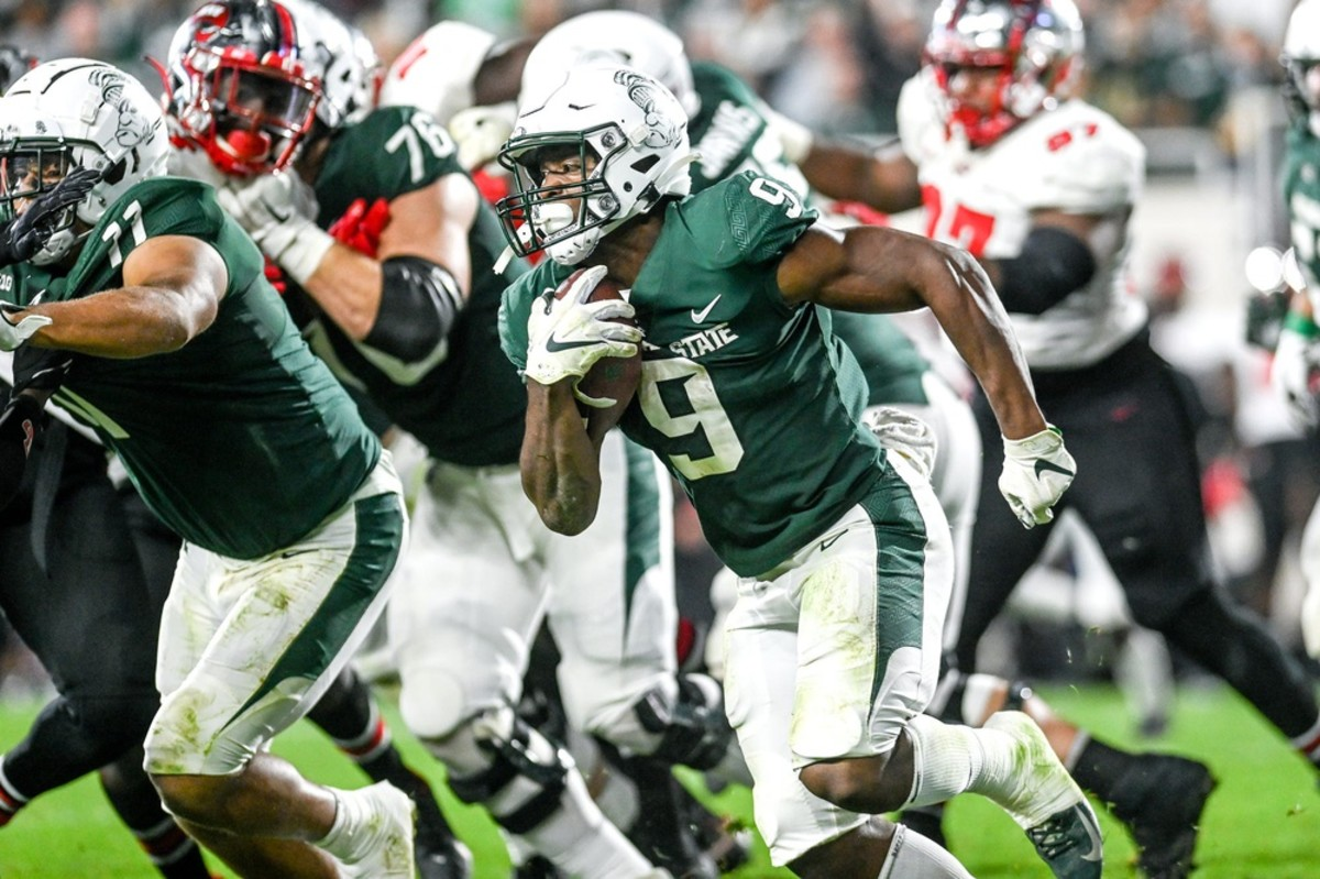 Michigan State running back Kenneth Walker III breaks free against Western Kentucky on Oct. 2. He currently leads the nation in rushing with 913 yards. (USA TODAY Sports)