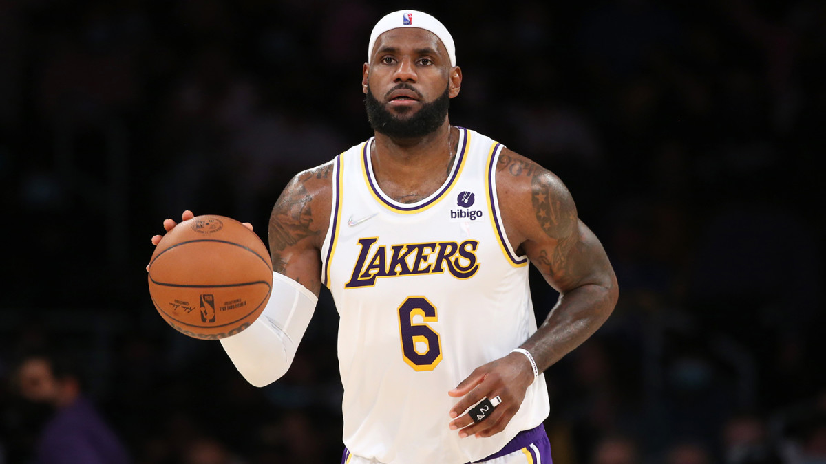 Los Angeles Lakers forward LeBron James dribbles a ball during the game against the Memphis Grizzlies.
