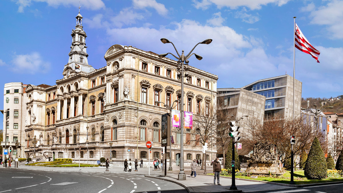 Athletic Bilbao's flag flies at city hall